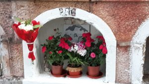 Flowers placed in a crypt, Municipal Cemetery